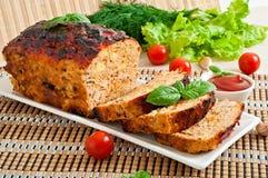 Meatloaf com ketchup e manjericão Fotografia de Stock Royalty Free