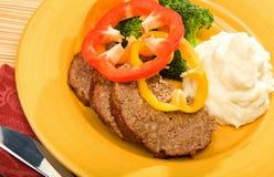 Meatloaf com potates e bróculos triturados Fotografia de Stock Royalty Free