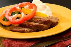 Meatloaf com potates e bróculos triturados Imagem de Stock Royalty Free