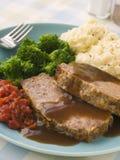 Meatloaf der Mutter mit gestampfter Kartoffel-Brokkoli-Tomate Stockbild