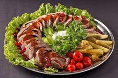 Meatloaf e salada em um restaurante Fotografia de Stock Royalty Free