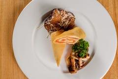 Meatloaf na białym talerzu zdjęcie royalty free