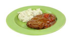 Meatloaf sosu puree ziemniaczane Na zieleń talerzu zdjęcie royalty free