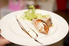 Meatloaf z balsamic kumberlandem Talerz w ręce obrazy stock