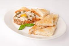 Meatpie med ost och rostat bröd Arkivbilder