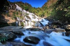 Meaya Wasserfall, Norden von Thailand Lizenzfreie Stockfotos