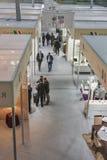 Meblarskich firm boothes przy wystawą Obrazy Stock