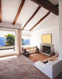 Mebluje żywego pokój z pięknymi szalunków promieniami obrazy royalty free