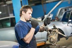 Mecánico auto en el trabajo con la llave inglesa de la llave Fotos de archivo libres de regalías