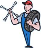 Mecánico con la llave y el neumático de socket del neumático Fotografía de archivo
