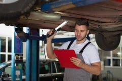 Mecánico de automóviles Check List Imagen de archivo
