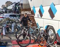 Mecánico de las bicicletas Imágenes de archivo libres de regalías