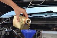 Mecánico de mantenimiento del coche Foto de archivo
