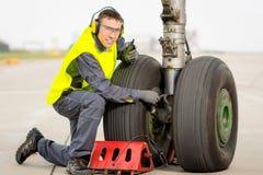 Mecánico del trabajador del aeropuerto fotos de archivo