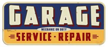 Mecánico On Duty Sign del garaje Imagenes de archivo
