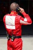 Mecánico en guardapolvo rojo Imagenes de archivo
