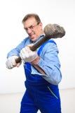 Mecánico que sostiene un martillo Imagen de archivo libre de regalías