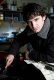 Mecánico que trabaja en el coche Imagen de archivo libre de regalías