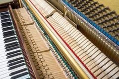Mecánicos de la acción de un piano vertical Fotos de archivo