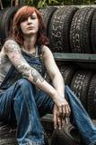 Mecânico bonito do ruivo com tatuagens Fotografia de Stock Royalty Free