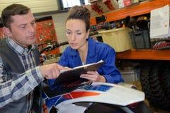 Mecânico e técnico do velomotor Imagem de Stock