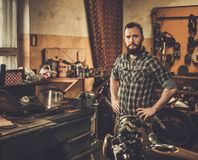 Mecânico em uma oficina Foto de Stock Royalty Free