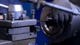 Mecânicos da tecnologia e carro de trituração do inspetor chefe video estoque