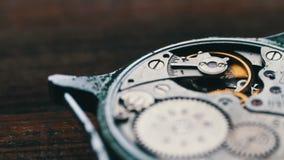 Mecanismo costoso del reloj en la acción, cierre para arriba metrajes