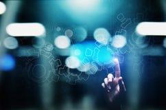 Mecanismo de engranajes en la pantalla virtual Flujo de proceso de la automatización y de negocio Concepto del negocio y de la te foto de archivo libre de regalías