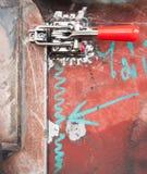 Mecanismo de fijación con abrazadera industrial imagenes de archivo