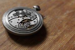 Mecanismo de los relojes de bolsillo viejos imágenes de archivo libres de regalías