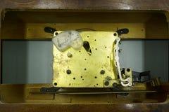 Mecanismo, mecanismo de un reloj con las joyas, primer Fondo del lujo del vintage Tiempo, concepto del trabajo imagen de archivo