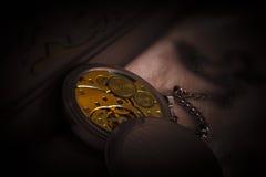 Mecanismo del mecanismo del reloj de bolsillo viejo Foto de archivo libre de regalías