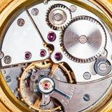 Mecanismo del reloj de oro mecánico viejo Foto de archivo