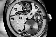 Mecanismo dentro de un reloj viejo Imagenes de archivo