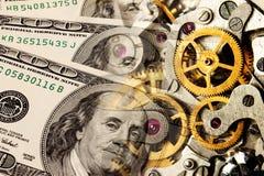 Mecanismo e dólares velhos do relógio Imagens de Stock Royalty Free