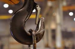 Mecanismo elevador en el taller en la fábrica imagen de archivo