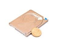 Mecanismo impulsor de disco duro aislado en blanco Foto de archivo