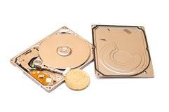 Mecanismo impulsor de disco duro aislado en blanco Fotos de archivo libres de regalías