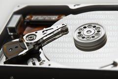Mecanismo impulsor duro con código binario Fotos de archivo libres de regalías