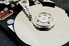 Mecanismo impulsor duro 3 5 pulgadas como almacenamiento de datos con la placa madre foto de archivo