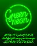 Mecanografiado de neón verde Letras mayúsculas y minúsculas de la bombilla del color verde y números stock de ilustración