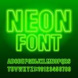 Mecanografiado de neón verde Mayúsculas y números de la bombilla del color verde stock de ilustración