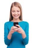 Mecanografiar un mensaje a usted Imágenes de archivo libres de regalías