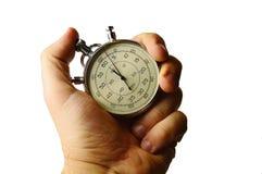 Meccanici d'annata finiscono il cronometro tenuto in mano sinistra con le dita sulle posizioni di funzionamento, fondo bianco immagine stock libera da diritti