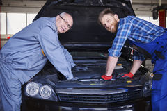 Meccanici di automobile Fotografie Stock Libere da Diritti