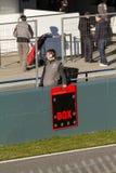 Meccanico con il segno delle scatole Immagine Stock Libera da Diritti