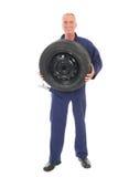 Meccanico con la ruota e la chiave Fotografia Stock Libera da Diritti