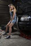 Meccanico delle ragazze in camici Fotografia Stock Libera da Diritti
