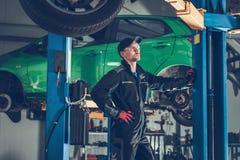 Meccanico di automobile ed il servizio immagine stock